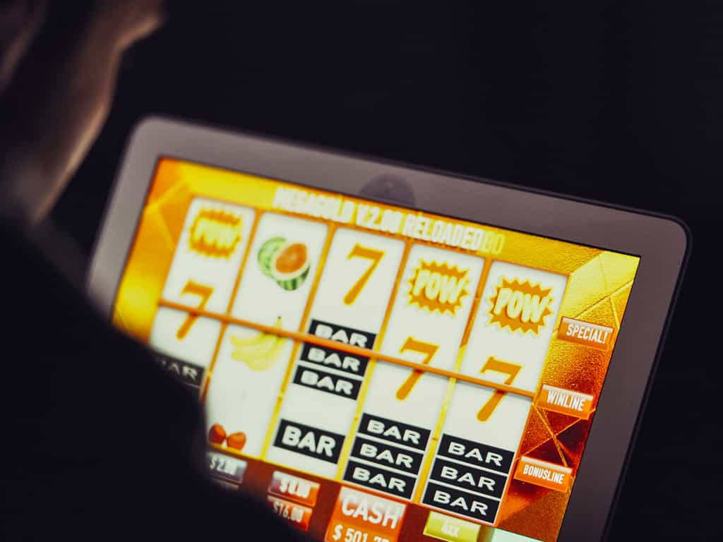 How to Play Slot Machine Games Online