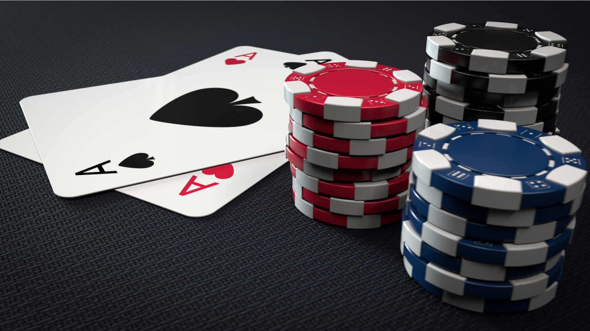 The Difference Between Online Poker and Regular Poker